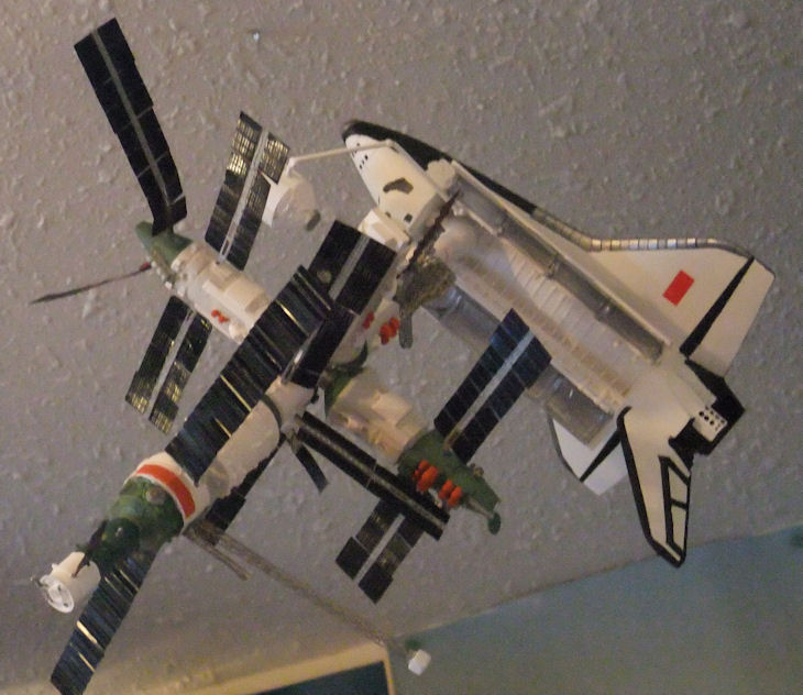 Buran docked to Mir (1/144)